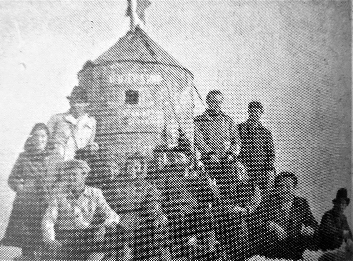 Na vrhu Triglava 1948.